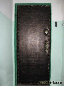 обшивка металлической двери крокодил