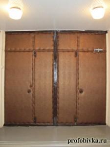обивка тамбурных входных дверей в подьезде
