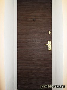 современная обивка дверей