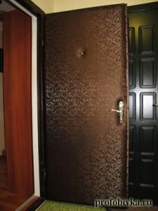 обивка дверей стильная