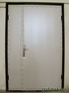 обивка офисных металлических дверей