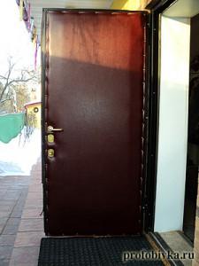 утепление уличной двери на даче