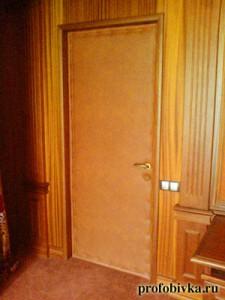 обивка двери в домашнем кинотеатре