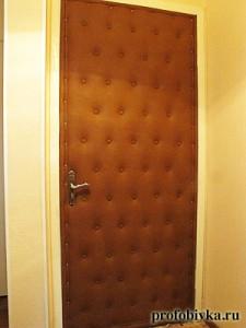 обивка дверей с пуговицами