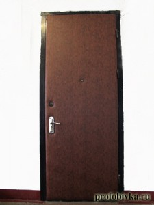 обивка металлических дверей в Москве