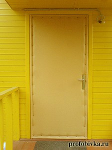 обшивка дверей с утеплением на даче