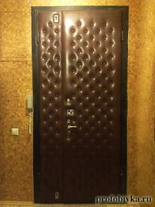 обивка металлических дверей с узором
