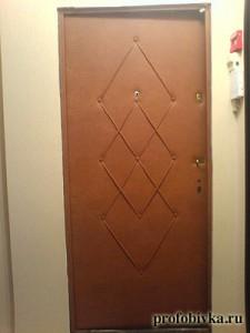 обшивка дверей с узором