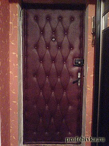 фото обитых деревянных дверей