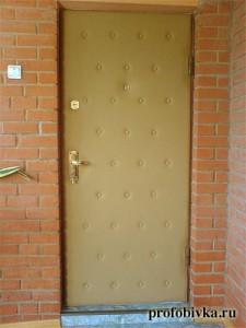 обшивка двери с утеплением в загородном доме