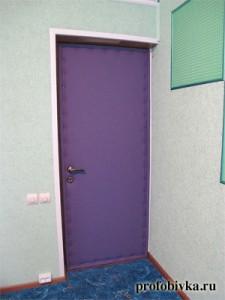 обивка двери с шумоизоляцией в студии звукозаписи