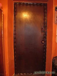 обивка дверей дермантином фото