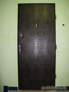 обивка дверей дермантином под крокодила