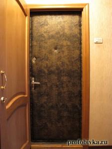 обивка двери дермантином крокодил