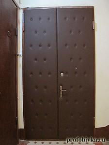 обивка входной двойной двери