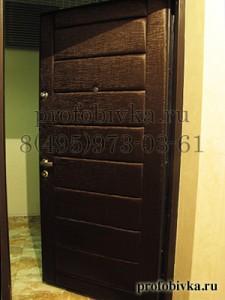 обивка двери мягкими кожаными панелями