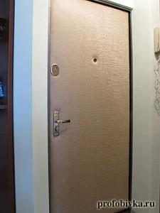 обивка двери винилискожей