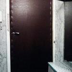 обить входную деревянную дверь
