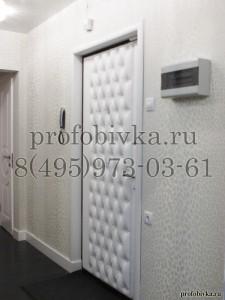 белая входная металлическая дверь