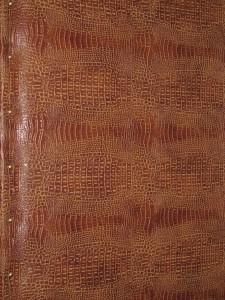 валик на деревянной двери