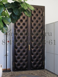 обивка двери каретной стяжкой в кабинете руководителя