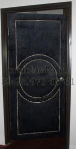 дизайнерская обивка двери алькантарой (замшей)