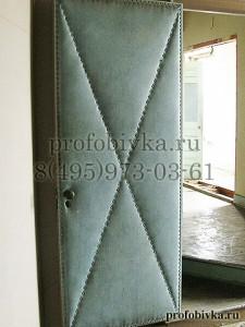 обивка двери алькантарой