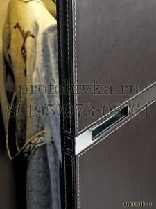 кожаная обивка двери с декоративной отстрочкой