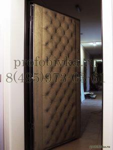 обивка двери алькантарой в каретной стяжке