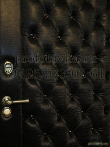 эксклюзивная отделка входной двери каретной стяжкой