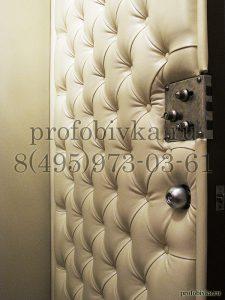 отделка входной металлической двери каретной стяжкой