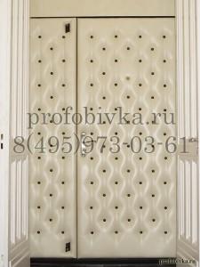 обивка металлической двери белой винилискожей