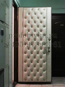 металлическая входная дверь в каретной стяжке