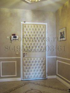 металлическая дверь в каретной стяжке