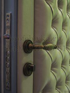 обивка входной двери каретной стяжкой