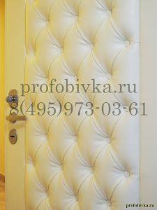 каретная стяжка на металлической двери