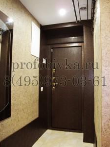 оформление пространства коридора вокруг входной двери
