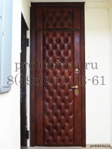 обивка двери натуральной кожей в каретной стяжке