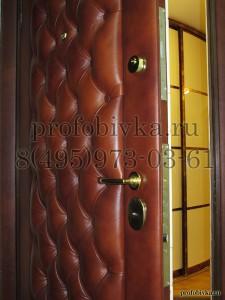 дверь в каретной стяжке натуральная кожа