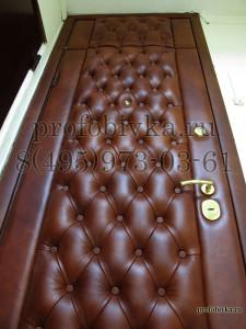 входная металлическая дверь в каретной стяжке