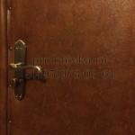 обивка деревянной двери с валиком