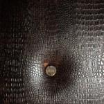обивка металлической двери кожей крокодил