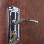 замена замка и обивки на двери